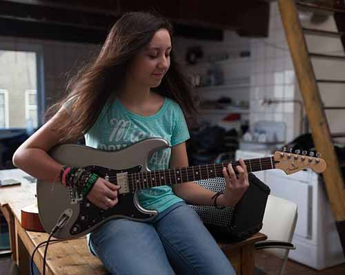 Best-Electric-Guitar-for-Small-Hands-Fender-Strat